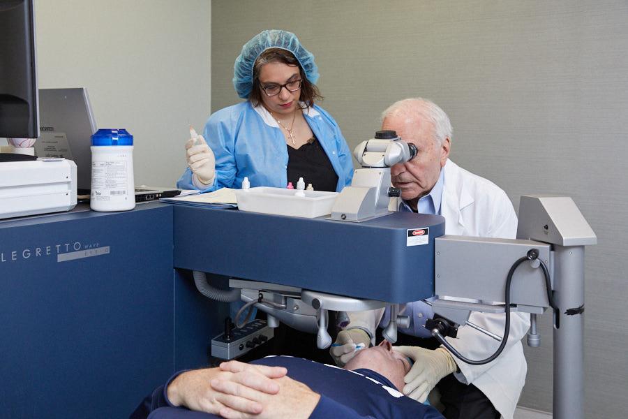 Lasik surgeon Dr. Joseph Dello Russo performing laser eye surgery